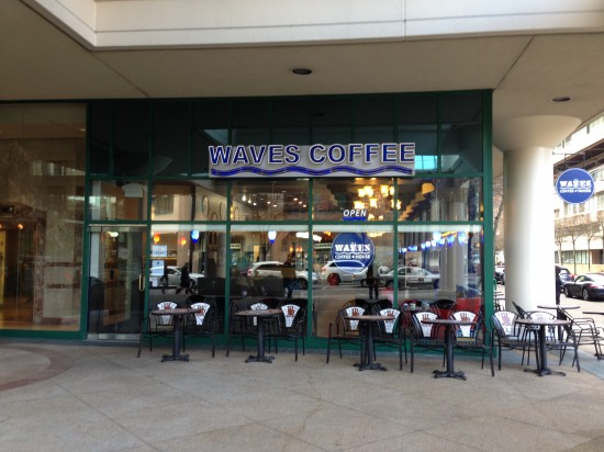 밴쿠버 다운타운에 있는 웨이브즈 커피숍